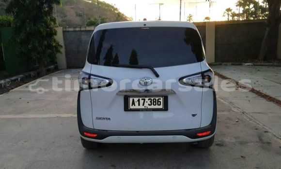 Buy Used Toyota Sienna White Car in Dili in Dili