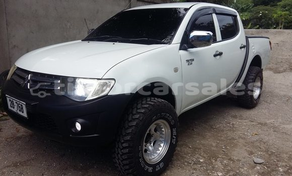 Buy Used Mitsubishi Triton White Car in Dili in Dili