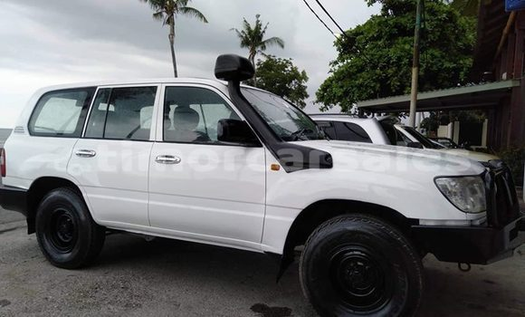 Buy Used Toyota Land Cruiser White Car in Dili in Dili