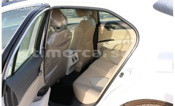 Buy Import Toyota Camry White Car in Import - Dubai in Aileu