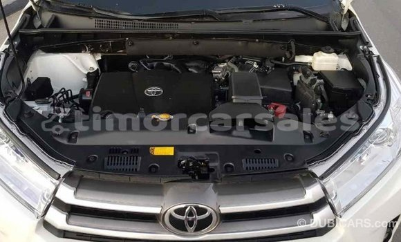 Buy Import Toyota Highlander White Car in Import - Dubai in Aileu